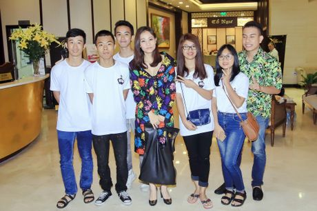 Xuan Bac, MC Phan Anh hao hung mua phu hoa cho Thu Minh - Anh 3