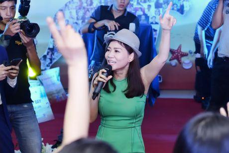 Xuan Bac, MC Phan Anh hao hung mua phu hoa cho Thu Minh - Anh 7