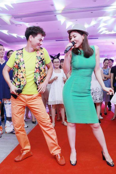Xuan Bac, MC Phan Anh hao hung mua phu hoa cho Thu Minh - Anh 9