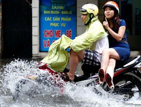 Meo di xe may qua doan duong ngap nuoc khong the bo qua - Anh 10