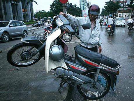 Meo di xe may qua doan duong ngap nuoc khong the bo qua - Anh 3