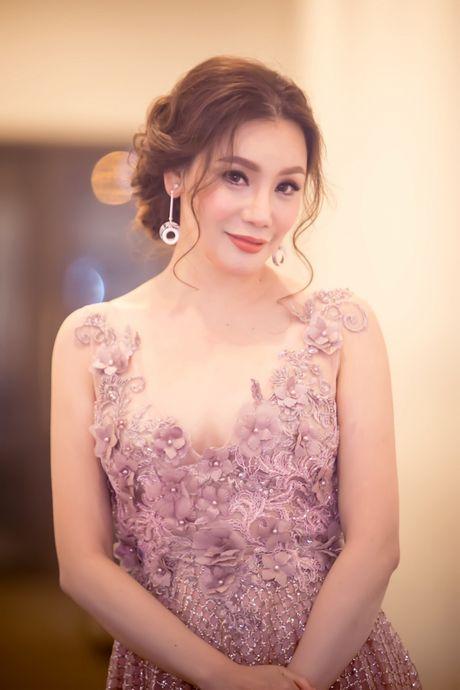 Ho Quynh Huong hoi ngo Quang Dung, Hong Nhung tai Ha Noi - Anh 1