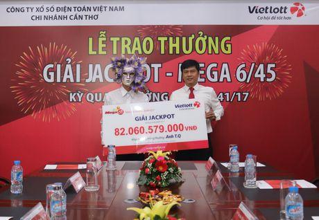 KH Vietlott trung 82 ty danh 100 trieu dong ung ho UBMT To quoc Viet Nam tinh An Giang - Anh 1