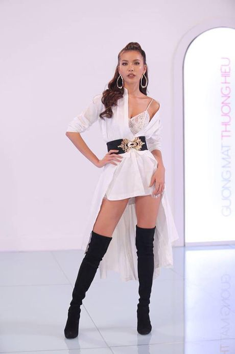Cu dan mang 'nga mu than phuc' khi biet su that bat ngo ve chiec vay sexy cua Minh Tu - Anh 2