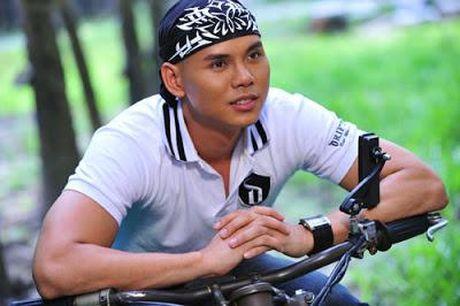 Ca si bi nghi chen ep dan em - Phan Dinh Tung la ai? - Anh 4