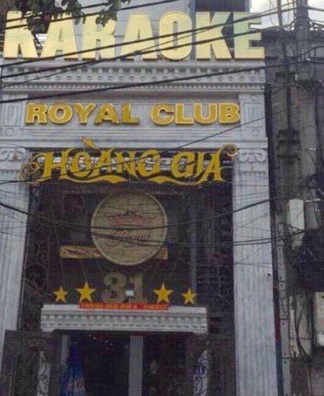 Khoi to vu an chem nhau kinh hoang o quan karaoke Royal Club Hoang Gia - Anh 1