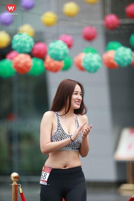 Bat ngo voi hinh anh eo banh mi, cam ngan mo cua Mai Phuong Thuy - Anh 3