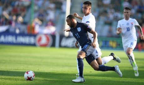 Tai nang tre Premier League giup U21 Anh len ngoi dau bang - Anh 3