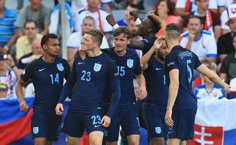 Tai nang tre Premier League giup U21 Anh len ngoi dau bang - Anh 4