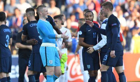 Tai nang tre Premier League giup U21 Anh len ngoi dau bang - Anh 7