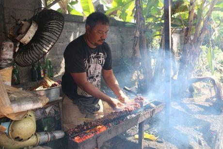 Du khach bi lua an thit cho o Bali - Anh 2