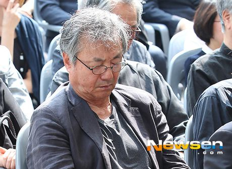 Dong nghiep dua tien nghe si Han Quoc qua doi khi phim dang phat song - Anh 7