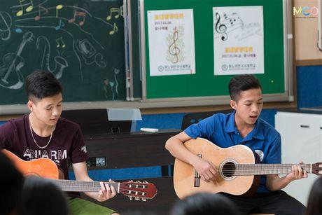 Dan hop xuong va giao huong Ky dieu tham gia MV cung cac danh ca the gioi - Anh 2