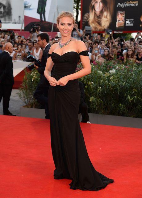 Thoi trang tham do cua Scarlett Johansson quyen ru hon theo nam thang - Anh 8