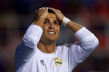 Ronaldo tuyet vong: 'Hay lam moi cach giup toi tro lai MU' - Anh 7