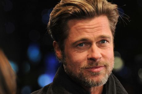 Brad Pitt suyt nua da la… nha bao - Anh 1