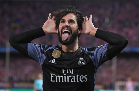 Hang cong Real Madrid se ra sao neu Ronaldo 'dao tau' sang MU? - Anh 9