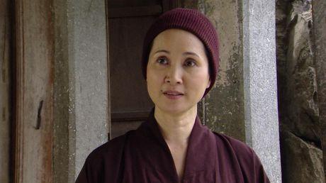 Me chong Lan Huong khong con lo ra duong bi 'nem da' trong 'Giao mua' - Anh 5