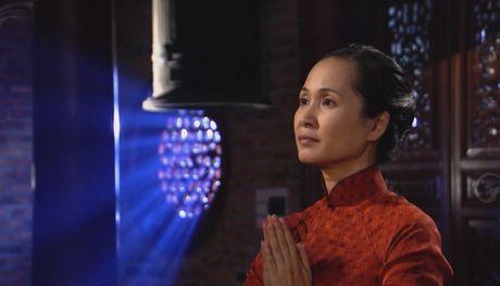 Me chong Lan Huong khong con lo ra duong bi 'nem da' trong 'Giao mua' - Anh 9