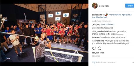 Can canh: Pogba chay thi cung fan tren Van Ly Truong Thanh - Anh 11