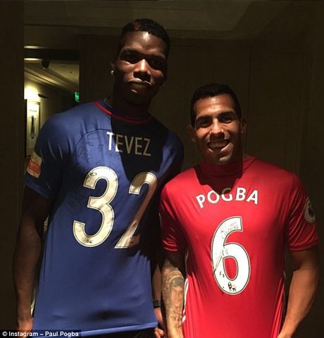 Can canh: Pogba chay thi cung fan tren Van Ly Truong Thanh - Anh 13