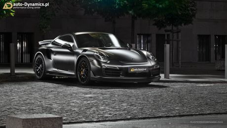 Porsche 911 Turbo S do phong cach Dark Knight 'cuc doc' - Anh 2