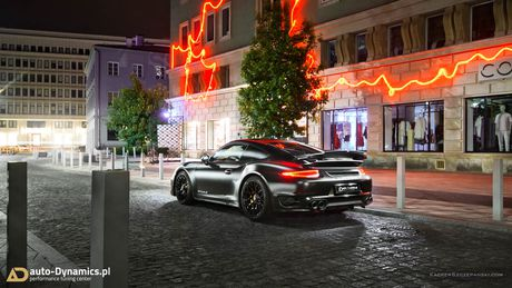 Porsche 911 Turbo S do phong cach Dark Knight 'cuc doc' - Anh 4