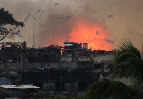Tong thong Duterte cam ket tai thiet Marawi 'tuoi dep tro lai' - Anh 2