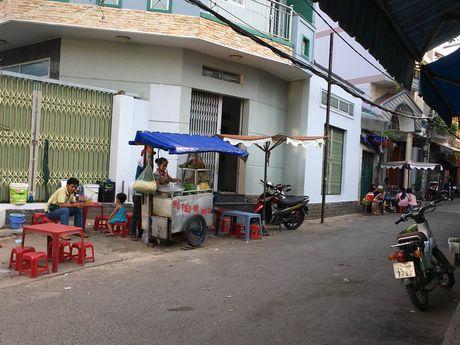 Hem Sai Gon ke chuyen 'dac san': Me hon tran bat quai o thanh pho 'ma' - Anh 2