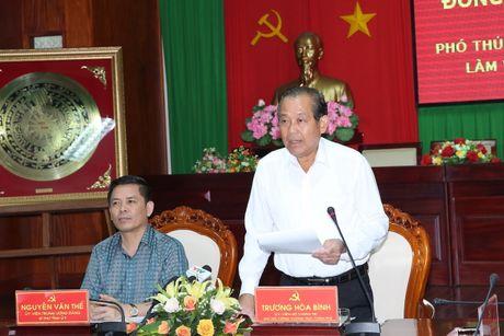 Pho Thu tuong Truong Hoa Binh lam viec va tang qua gia dinh chinh sach o Soc Trang - Anh 1