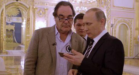 Ong Putin thua nhan ngu gat khi xem phim ve minh cua dao dien Stone - Anh 1