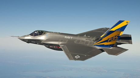 Anh quyet tung 196 ty USD de so huu 138 tang hinh co F-35...'day loi' - Anh 1