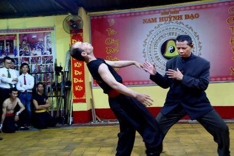 Ben trong vo duong cua Nam Huynh Dao - Anh 11