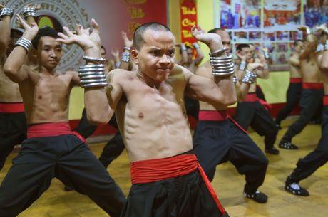 Ben trong vo duong cua Nam Huynh Dao - Anh 5