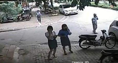 Xe cho Pho chu tich quan Thanh Xuan di an trua do sai quy dinh - Anh 1