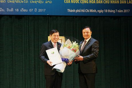 TPHCM nhan Huan chuong Lao dong hang Nhat cua Chu tich nuoc Lao - Anh 2