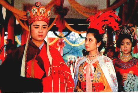 Thuc hu chuyen Tay Luong nu vuong 20 nam le bong doi Duong Tang - Anh 1