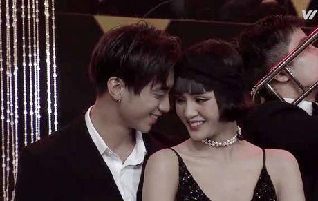 Sau clip om hon, Soobin Hoang Son chinh thuc tuyen bo quan he voi hot girl - Anh 2