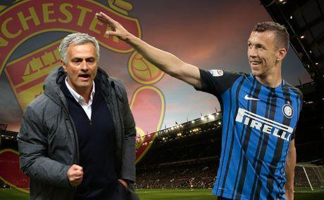 Thong nhat muc gia voi Inter, MU don Ivan Perisic trong 24h toi - Anh 1