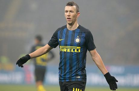 NONG: Man United chi con cach Perisic mot buoc chan - Anh 1
