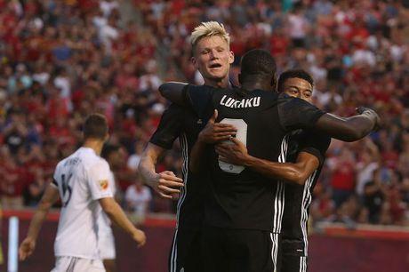 Cham diem Man Utd: Rashford 'doi vai' voi Lukaku - Anh 1