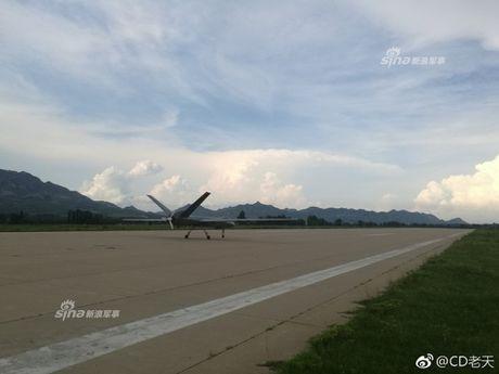 E de may bay khong nguoi lai TQ bay lien tuc 6.000km - Anh 7