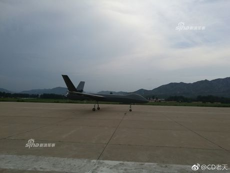 E de may bay khong nguoi lai TQ bay lien tuc 6.000km - Anh 8