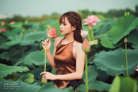 Gai xinh Tuyen Quang khoe lung tran nuot na ben hoa tuong vi - Anh 10