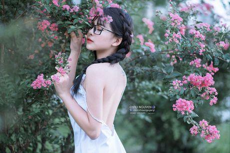 Gai xinh Tuyen Quang khoe lung tran nuot na ben hoa tuong vi - Anh 1