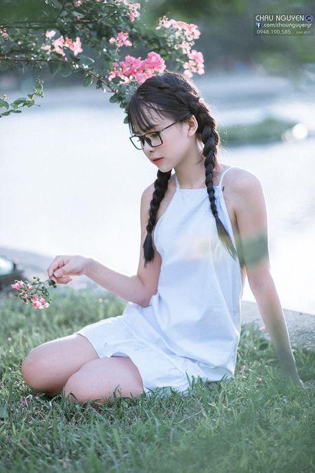 Gai xinh Tuyen Quang khoe lung tran nuot na ben hoa tuong vi - Anh 2