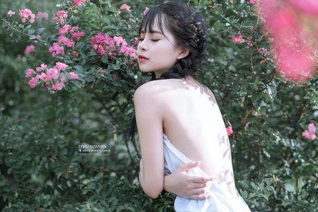 Gai xinh Tuyen Quang khoe lung tran nuot na ben hoa tuong vi - Anh 5