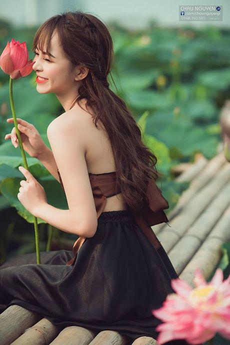 Gai xinh Tuyen Quang khoe lung tran nuot na ben hoa tuong vi - Anh 9
