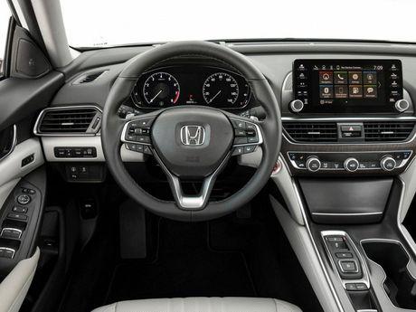 Cuoc doi dau 'dam mau' cua hai nguoi dong huong Nhat Ban: Honda Accord 2018 va Toyota Camry 2018 - Anh 5