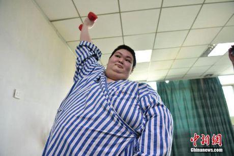 Nguoi dan ong beo nhat Trung Quoc giam than ki gan 100 kg sau su co nga khong tu day noi - Anh 5